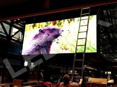 Два светодиодных экрана для ТЦ Никольская плаза 2х4 с шагом Р4 в Москве