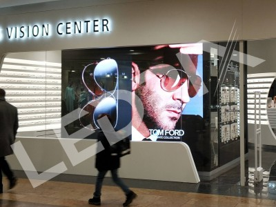 Большой экран в витрину для магазина оптики