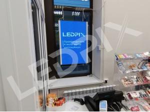 Светодиодный экран P4 для витрины магазина в улыбку радуги